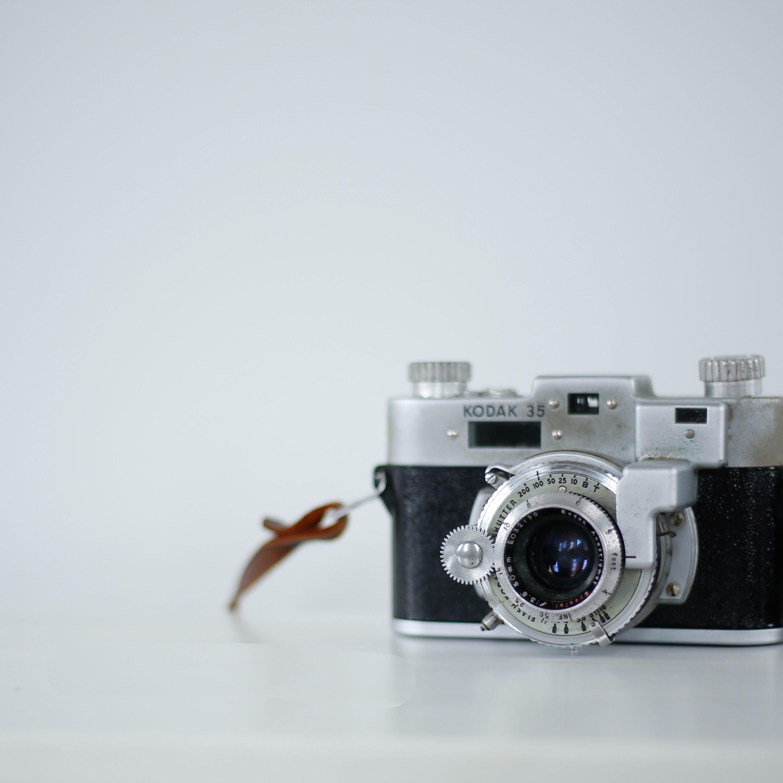 Analoge Camera op wit