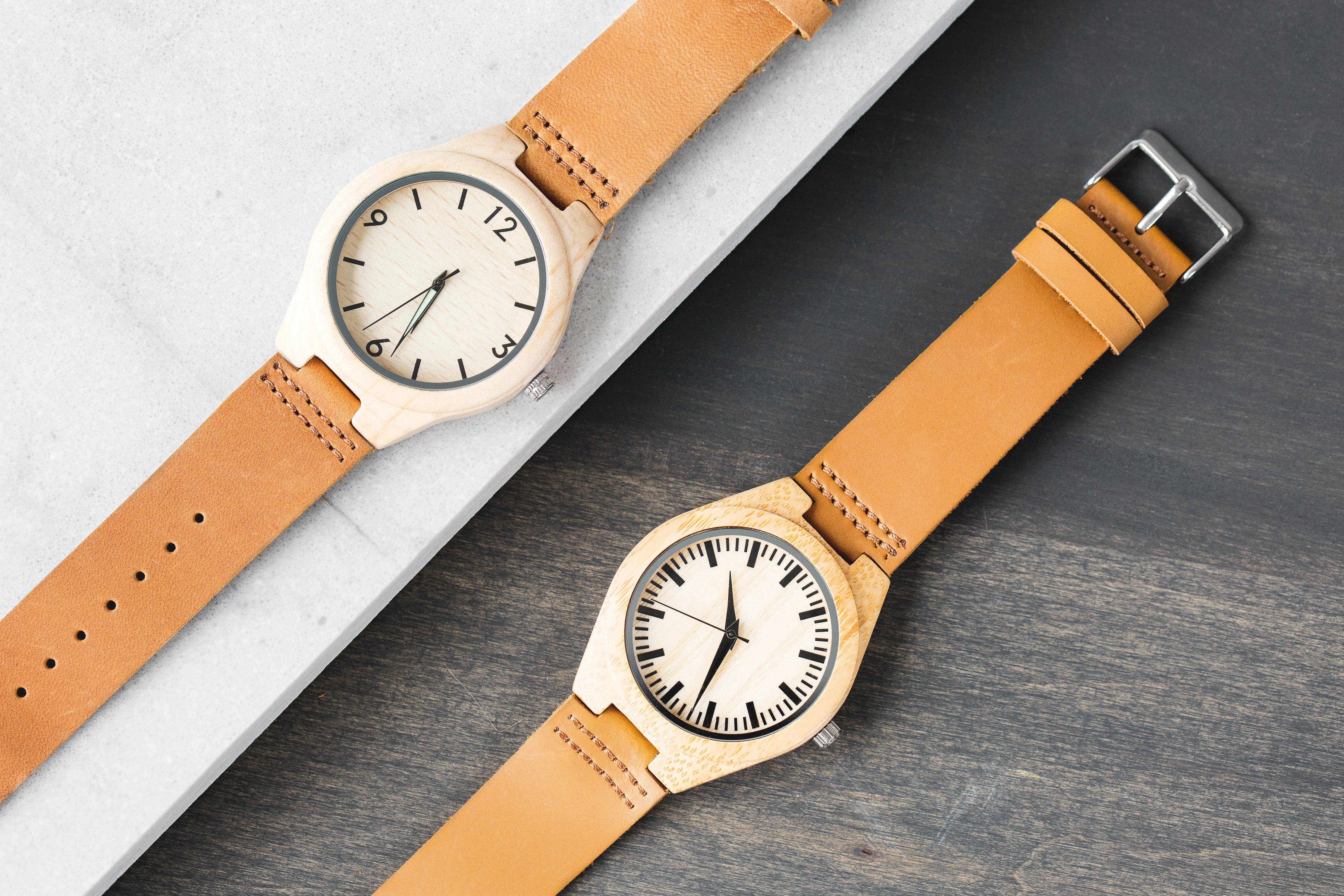 Twee horloges weergeven van de tijd